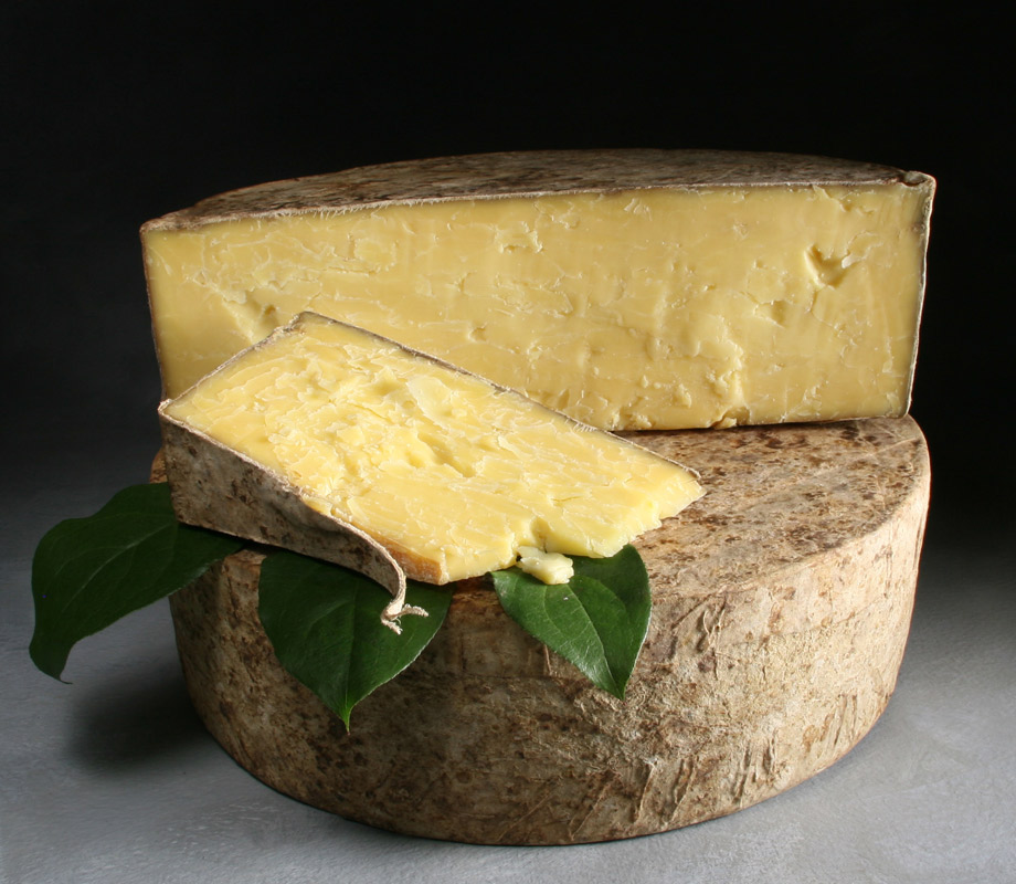 Clothbound-Cheddar-wheel