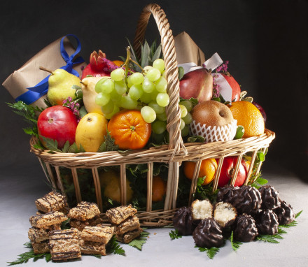 Passover Delicious Basket (8 lbs) (hand delivery only NYC area)