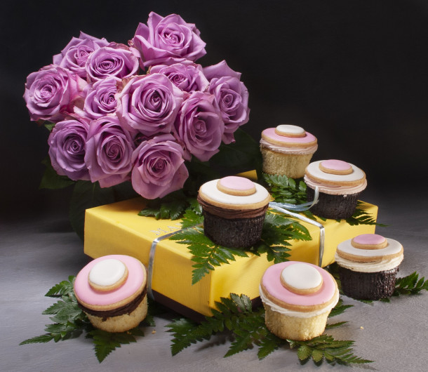 Roses and cupcakes